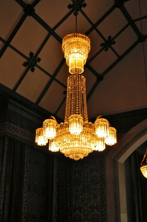 very posh light fittings!