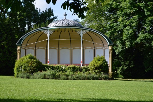 2014 May 5 Bath WI garden - 004